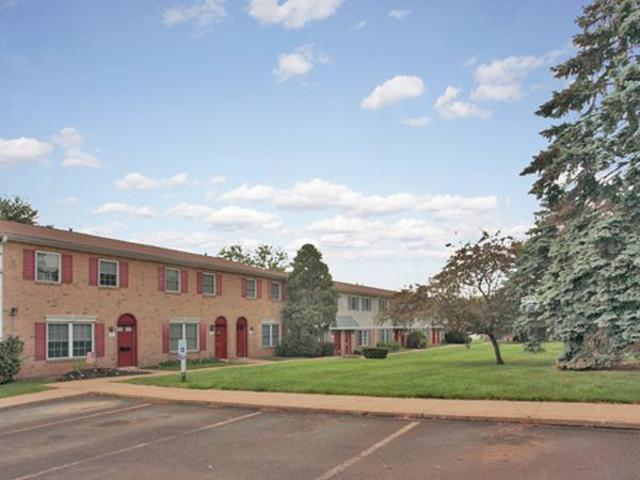 Brookside Manor Apartments And Townhomes photo #1