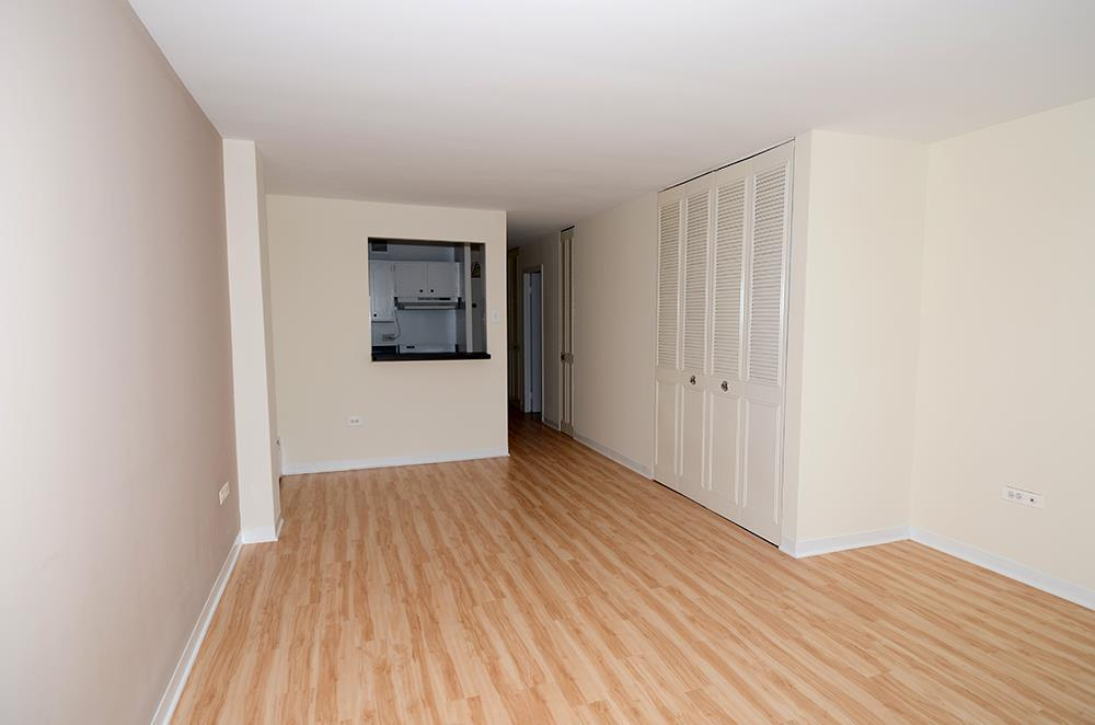 441 W. Oakdale Apartments photo #1