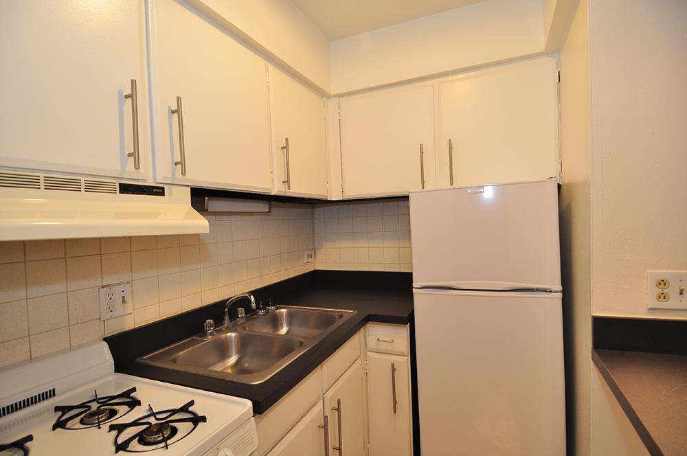537 W Melrose Apartments photo #1
