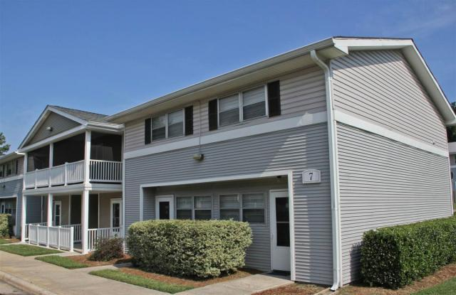 South Square Townhomes Apartments photo #1