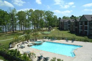 Lakeshore Villas Apartments photo #2