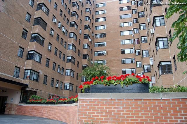 5630 N Sheridan Apartments photo #1