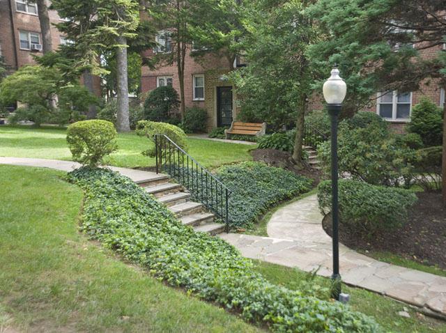 Montgomery Court Apartments photo #1