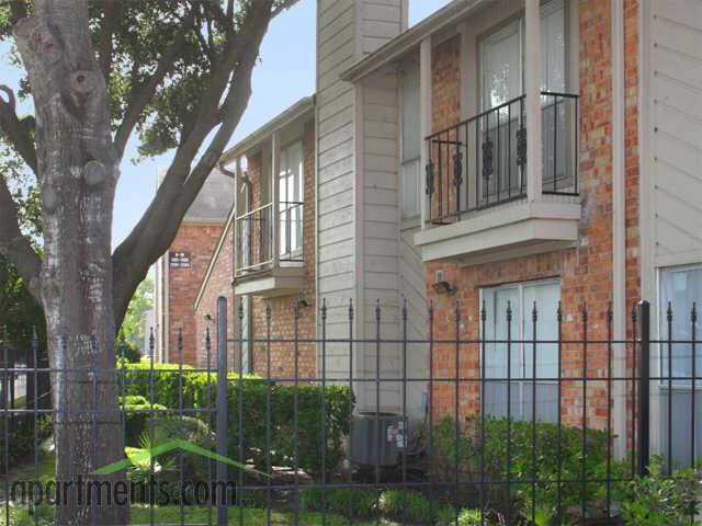 Brays Oaks Village Apartments photo #1
