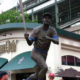 Photo of Billy Williams Statue in Wrigleyville